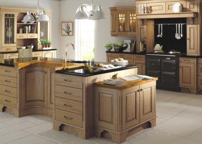 classic-traditional-country-dante-oak-antiqued-kitchen-hero