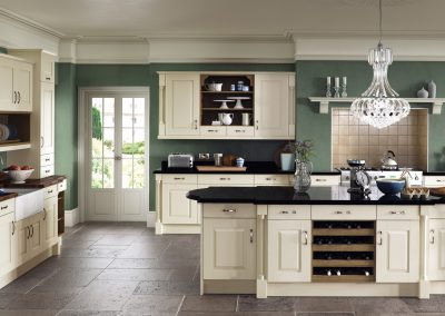 classic-traditional-country-windsor-classic-painted-ivory-kitchen-hero